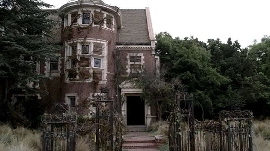 Tv road trip your guide to tv 39 s most iconic landmarks for Murder house tour los angeles