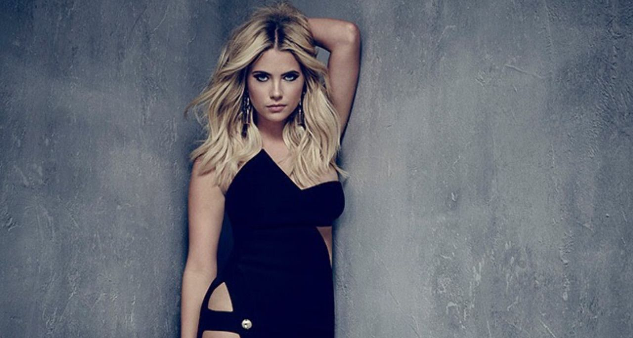 who plays hanna marin in pretty little liars