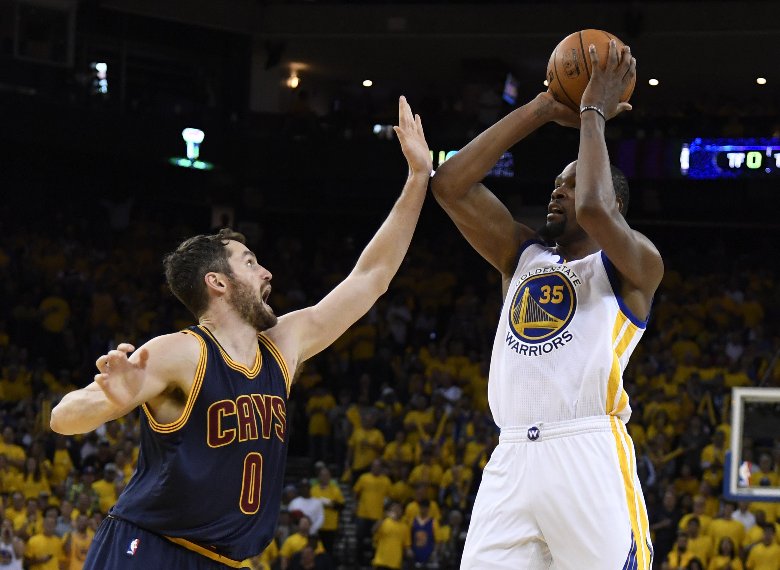 Golden State Warriors defeated the Cleveland Cavaliers 113-91 in Game 1